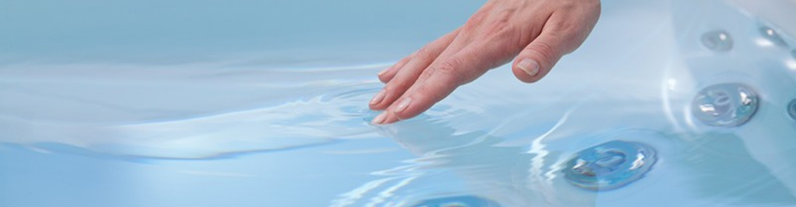 How to Get Rid of Algae, Mold, and Mildew In Your Hot Tub